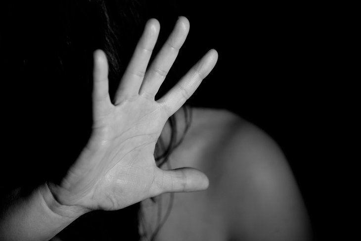 Муж с женой насиловали 17-летнюю родственницу и сдавали «в аренду» друзьям