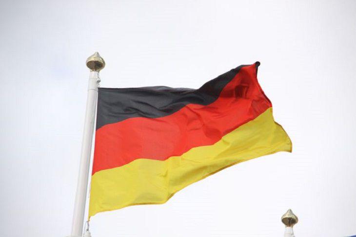 Германия спонедельника закрывает границы