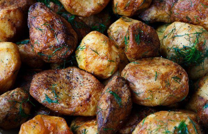 Почему картошка не пропекается в духовке: 5 ошибок хозяек