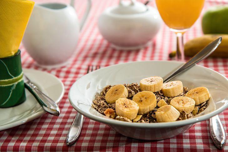 Названы самые полезные и вредные продукты для завтрака
