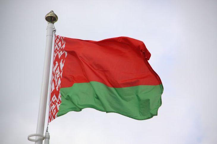 Что происходит под посольством Беларуссии вКиеве— Люди ожидают часами