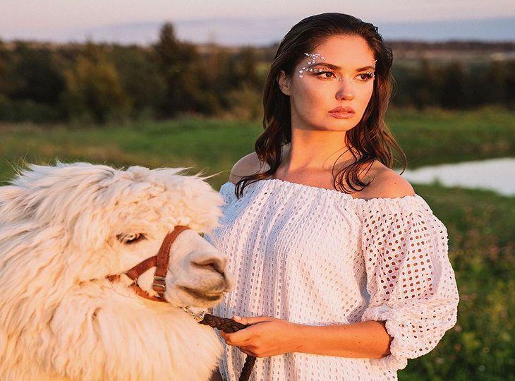 Бывшая супруга Прилучного назвала Карпович «особью женского пола»