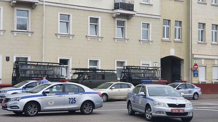 Власти Беларуссии стянули вцентр Минска военную технику иограничили движение транспорта