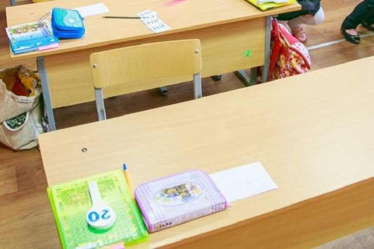 Дети на месте: в Минобре прокомментировали автозаки у гимназии в Минске