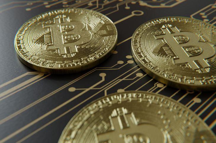 Стоимость биткоина начала расти после стремительного падения