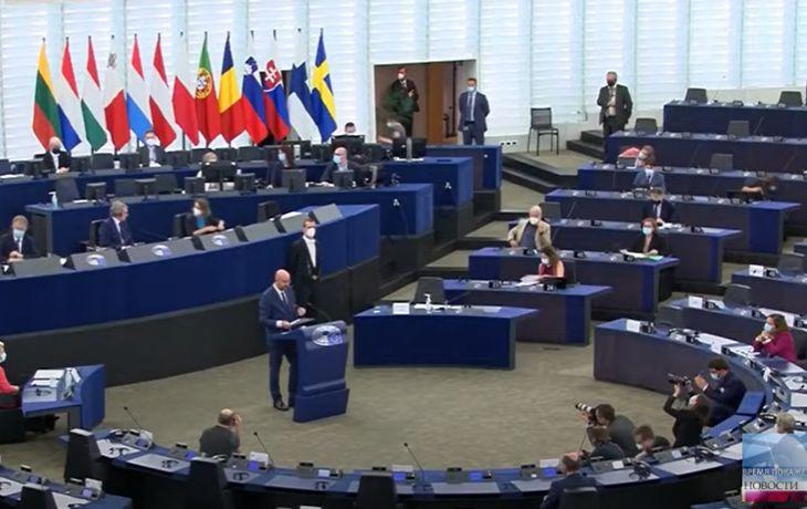 Европарламент требует отключить Беларусь отSWIFT ипрекратить работу сбанками