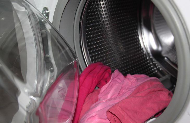 Зачем опытные хозяйки добавляют в стиральную машину аспирин