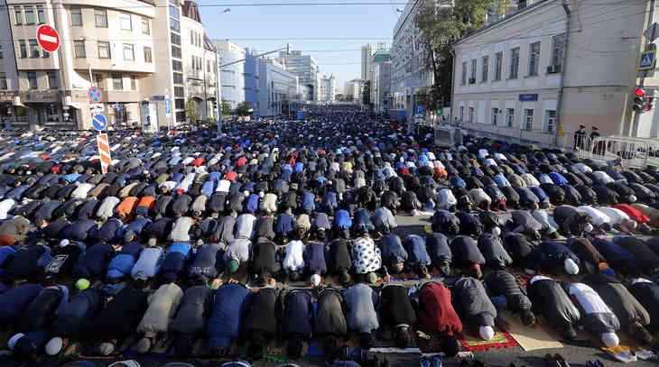 Số lượng kỷ lục người Hồi giáo làm Lễ Kurban-Bayram ở Moskva