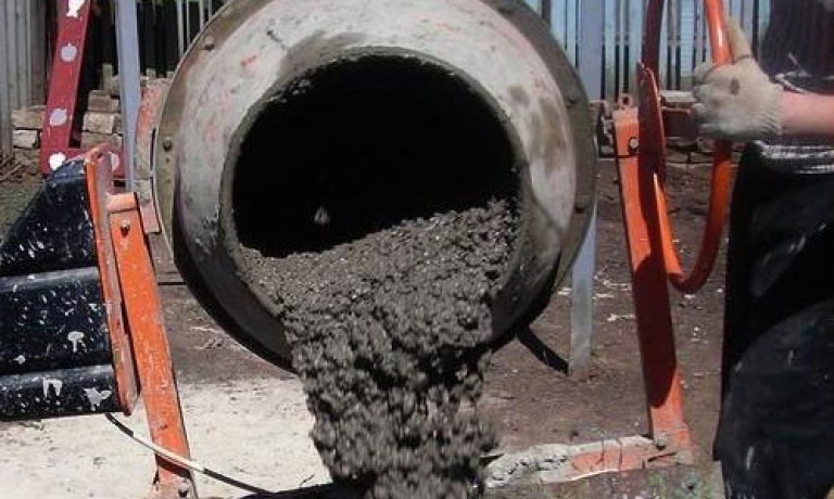 как мешать бетон в бетономешалке
