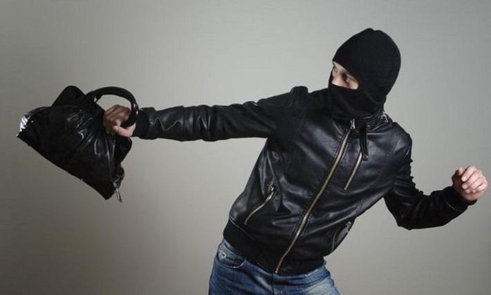 Вор-рецидивист украл у пенсионерки сумку, в которой женщина хранила более 4 тысяч рублей