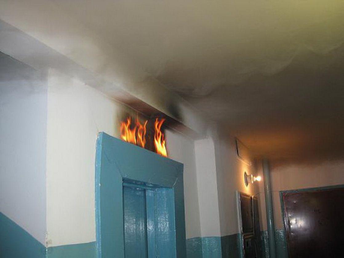 В Новополоцке неизвестные устроили пожар в лифте