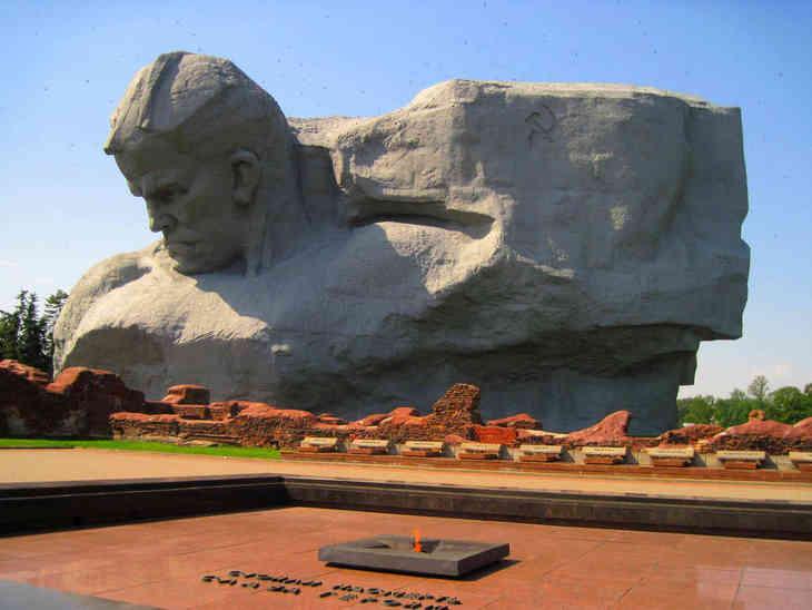 Картинки по запросу монументи мужності брест