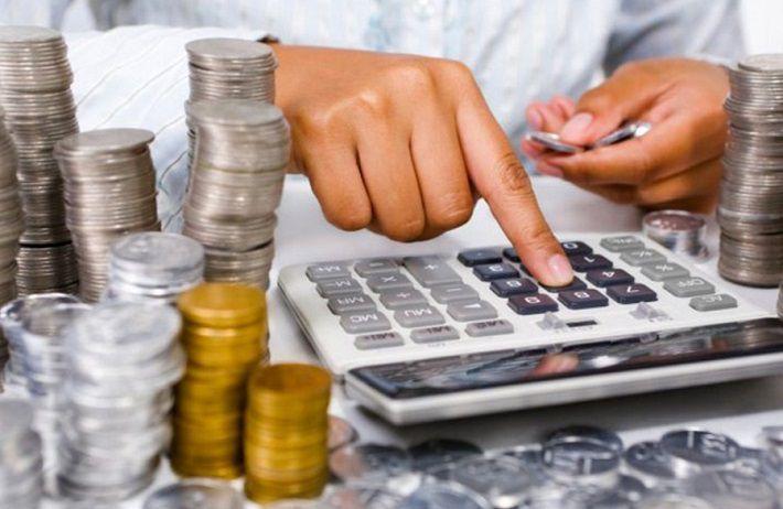 В апреле средняя зарплата в Беларуси снизилась до 921 рубля
