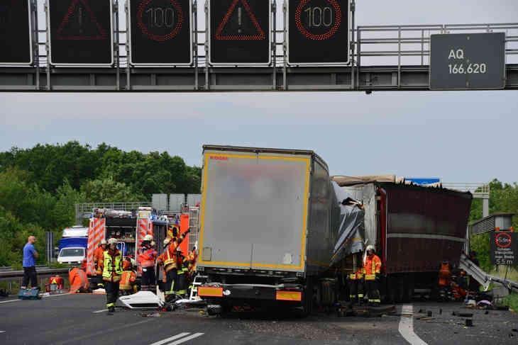 Дальнобойщик из Беларуси погиб при столкновении четырёх фур в Германии
