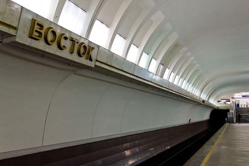 Подросток в минском метро спрыгнул за упавшим на пути мобильником