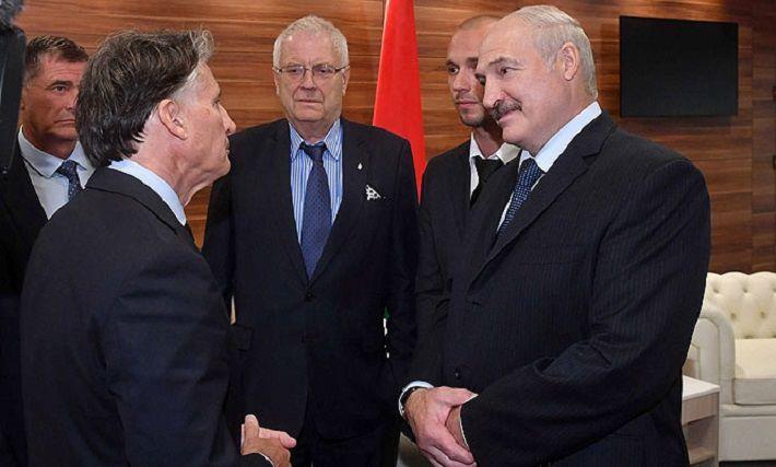 Лукашенко пригласил лорда Себастьяна Коэ на ужин и угостил драниками