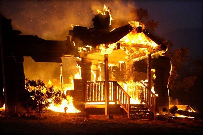 На пожаре в Молодечно сгорела квартира