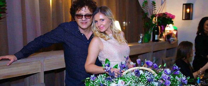 Малахов перед всей страной разоблачил похождения жены певца Жукова