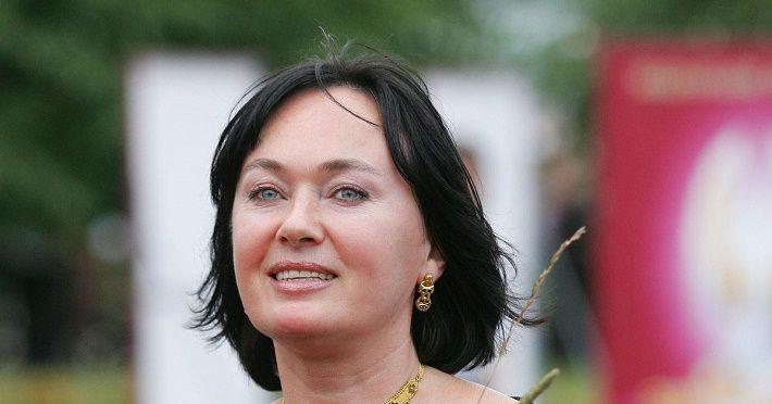 Дочь Ларисы Гузеевой появилась на публике в «готическом» наряде