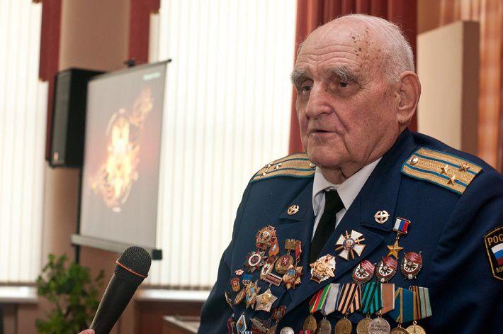 Умер включенный в Книгу рекордов Гиннесса летчик-испытатель Леонов