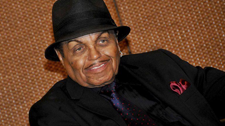 Отец Майкла Джексона находится при смерти