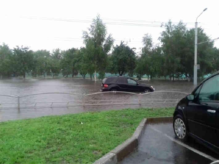 Гомель «поплыл». Из-за проливного дождя уже затоплены некоторые улицы