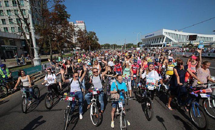«Велосипедный шик» в Минске собрал около 1 000 участников