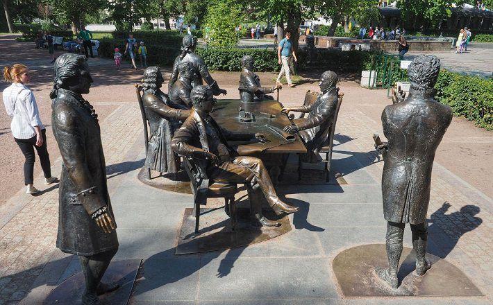 В Санкт-Петербурге семь лет простоял памятник не тому человеку