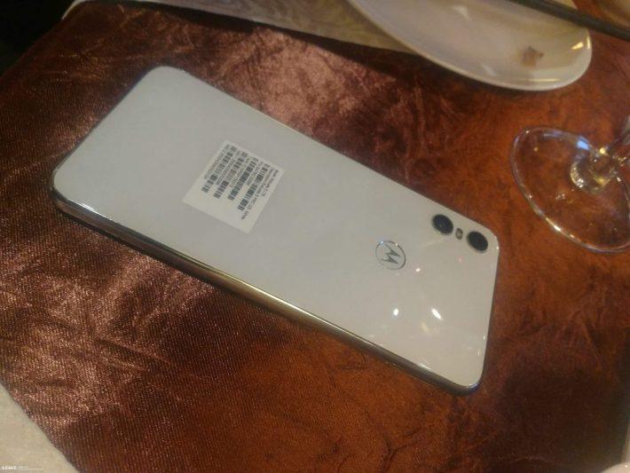 В Сеть выложили «живые» фото Motorola One и технические характеристики смартфона
