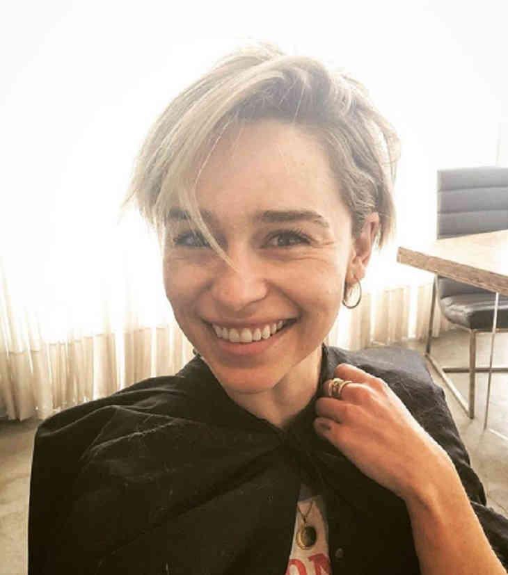 Эмилия Кларк поделилась с почитателями новоиспеченной стрижкой