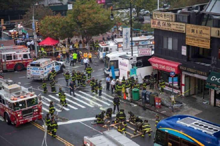 ВНью-Йорке лимузин сгостями свадьбы попал вДТП, погибли 20 человек