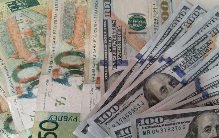 Курс доллара снижается наторгах Московской биржи