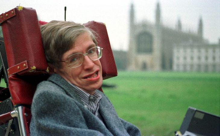 Инвалидную коляску Стивена Хокинга продали на аукционе почти за 400 тыс. долларов