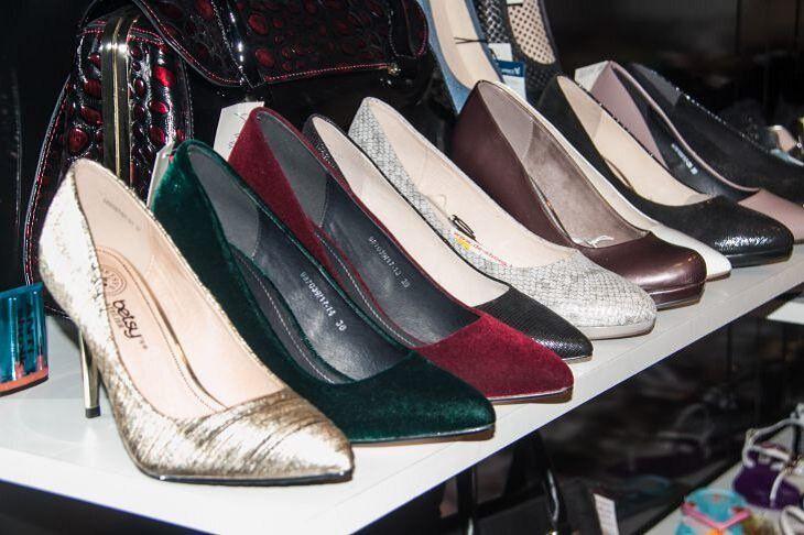 В Минском торговом центре подростки сдали чужую обувь назад в магазин и потратили полученные деньги на еду