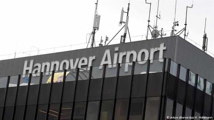 ВГермании неизвестный попытался пробраться натерриторию аэропорта наавтомобиле