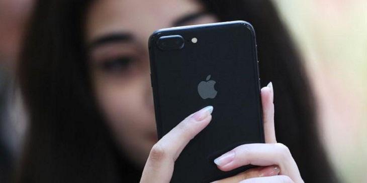 Apple вернула в продажу смартфон iPhone SE