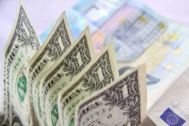Украинцы продали вбанках валюты на $175 млн.  больше, чем приобрели