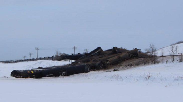 37 вагонов снефтью сошли срельсов вКанаде