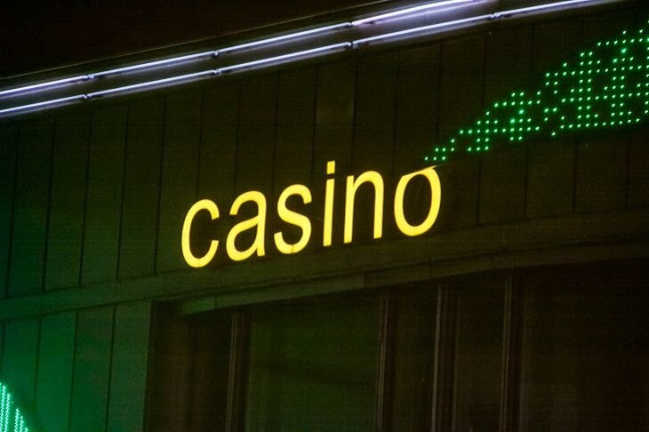 Работник минского бара взял деньги из кассы и отправился в казино