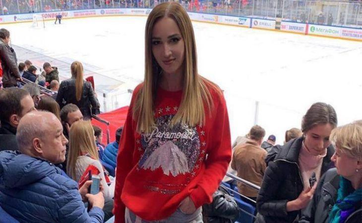 Симпатии все возрасты покорны: Бузову подозревают вромане с23-летним хоккеистом