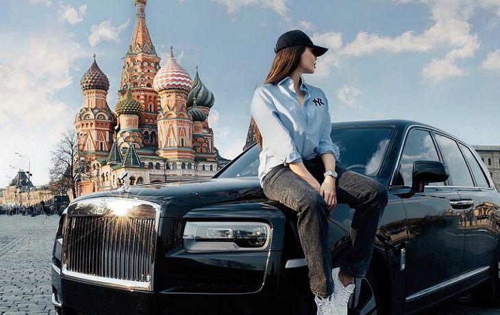 Анастасия Решетова устроила пафосную фотосессию на Красной площади