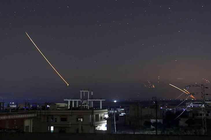 Израиль пошел танками на Сирию и нанес ракетный удар