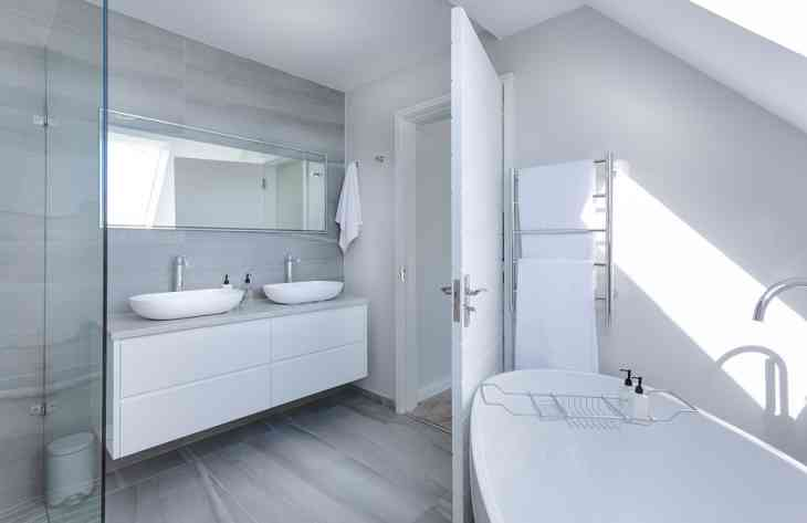 Как визуально расширить пространство в ванной комнате: советы дизайнера