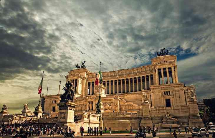 Туристам в Риме запретили ходить с голым торсом