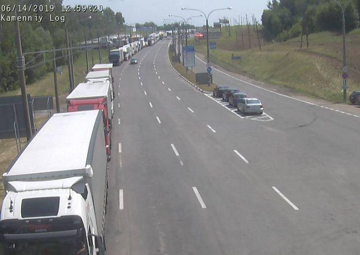 Большие очереди: на белорусской границе наблюдаются сотни машин