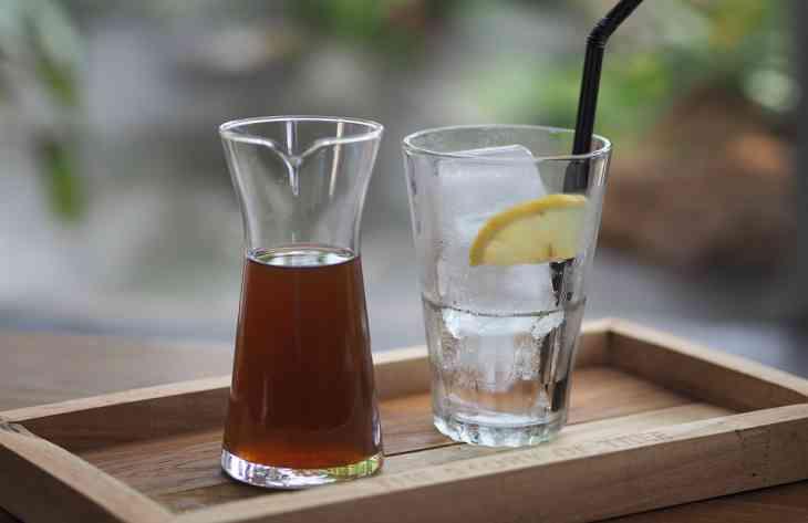 Врачи опровергли пользу воды с лимоном