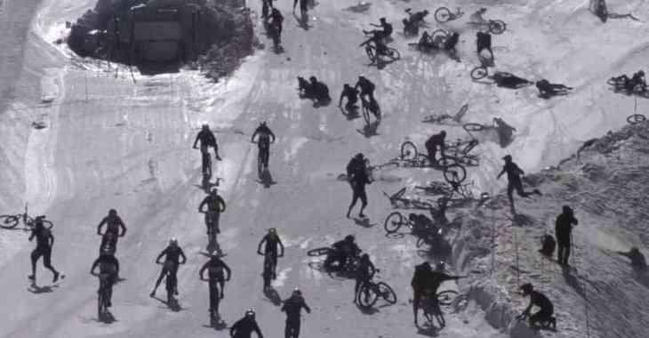 «Адская гора»: в Альпах столкнулись сотни велосипедистов