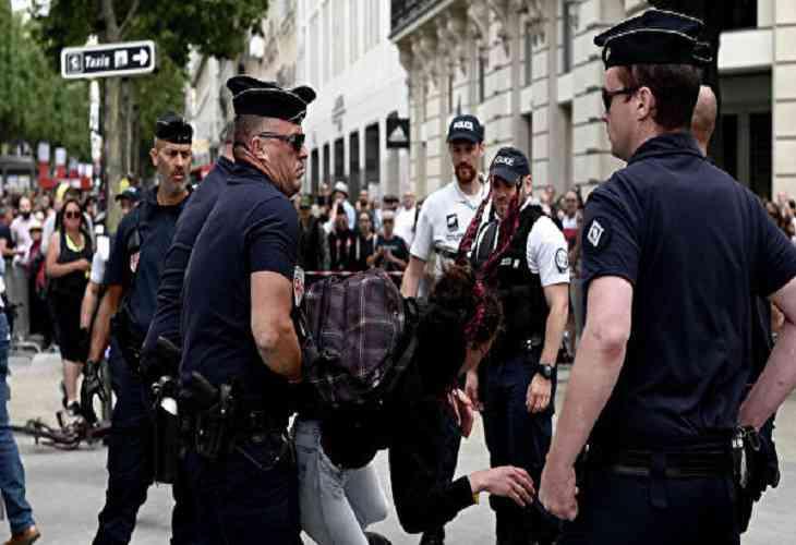 Беспорядки начались в Париже после парада в честь Дня взятия Бастилии