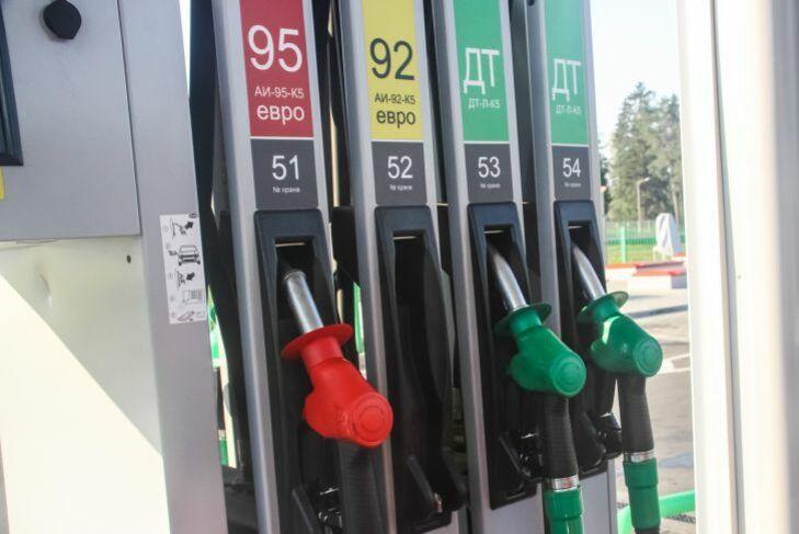Сколько бензина могут купить белорусы на зарплату