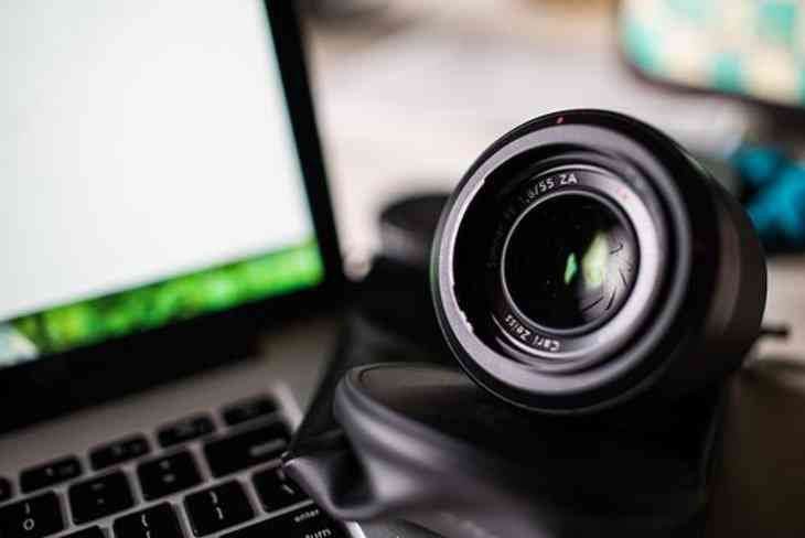 Роскачество призвало заклеивать камеры имикрофоны наноутбуках
